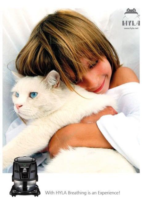 Odstranění kočičích alergenů vysátím vysavačm hyla