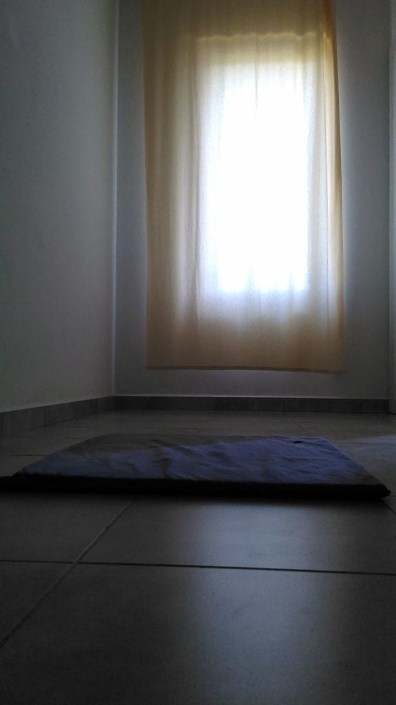 Pokojí vDhama Pallava. Jednoduchý, nic vás při meditaci neruší