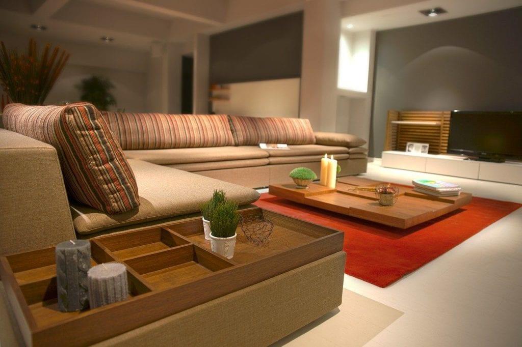 Jednoduchý interier uklizený auspořádaný podle zásad Feng Shui. Čistá pohoda