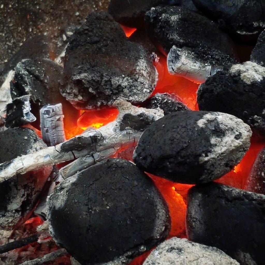 Správně rozžhavené uhlíky vgrilu